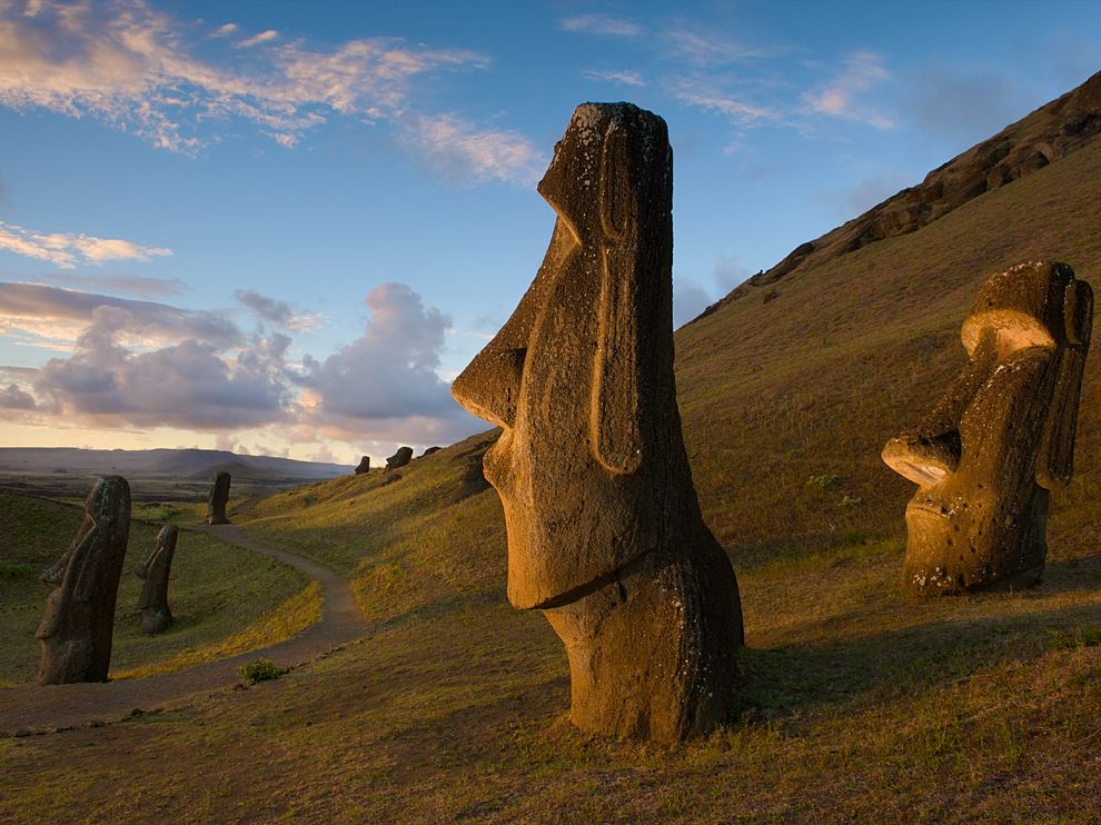 easter-island-statues_59766_990x742